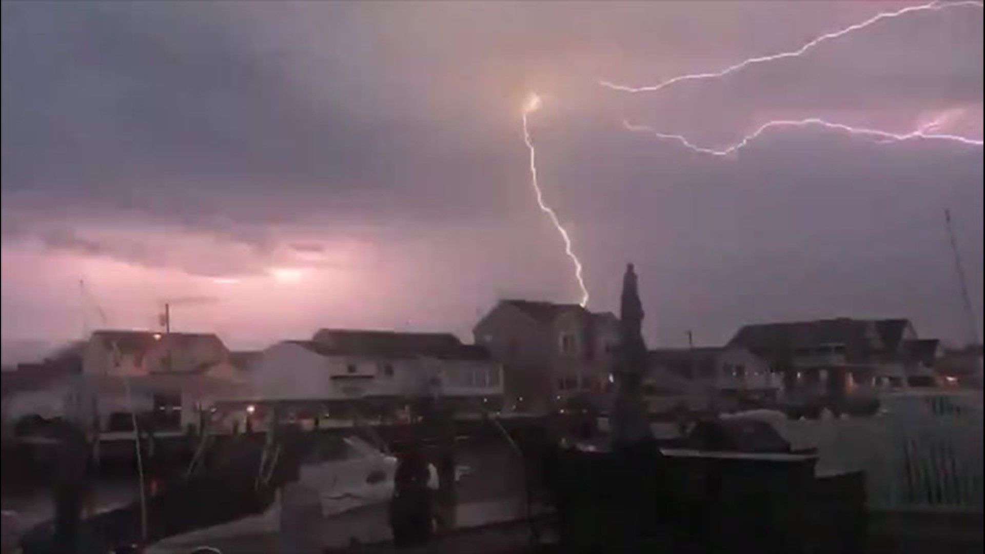 Impressive lightning lights up the sky | localmemphis.com