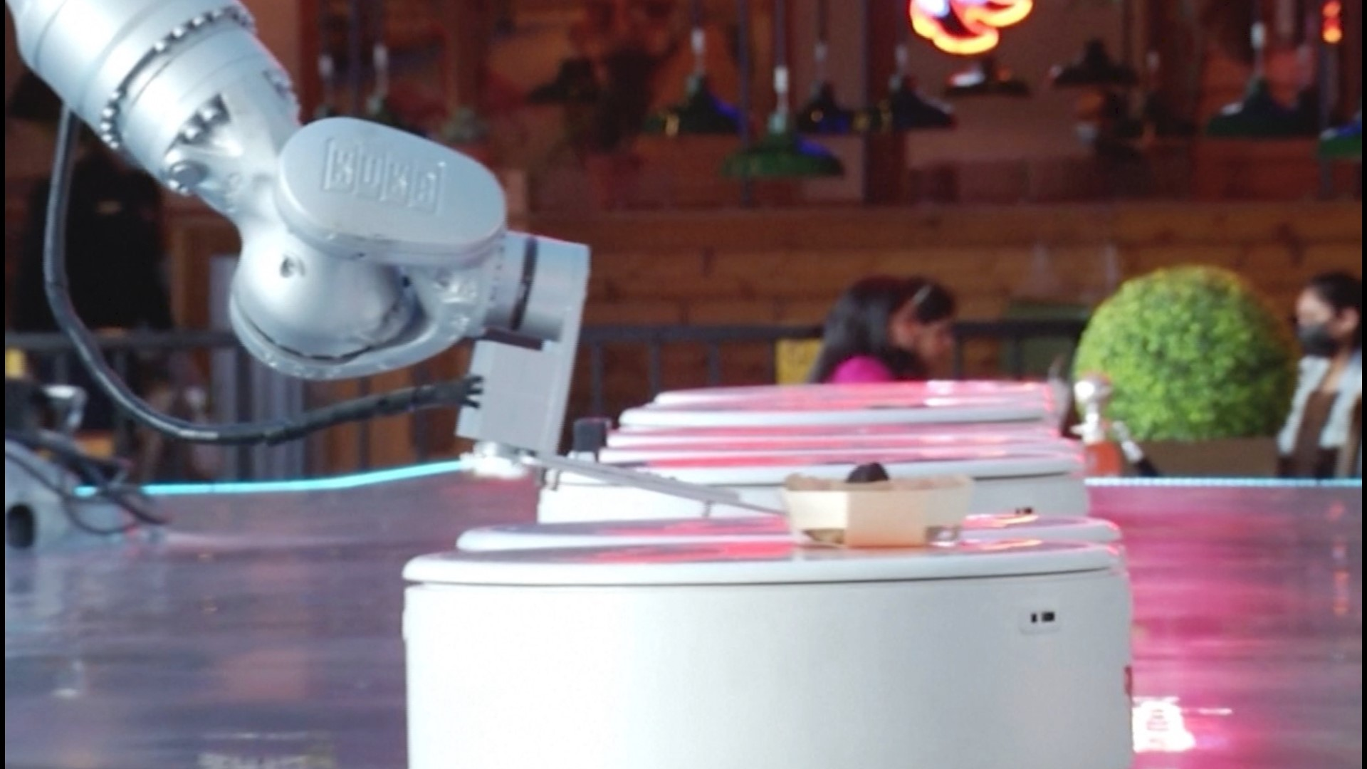 Future Technology- World's First Robot Cafe!! – No Waiters, Just Robots!! – Dubai