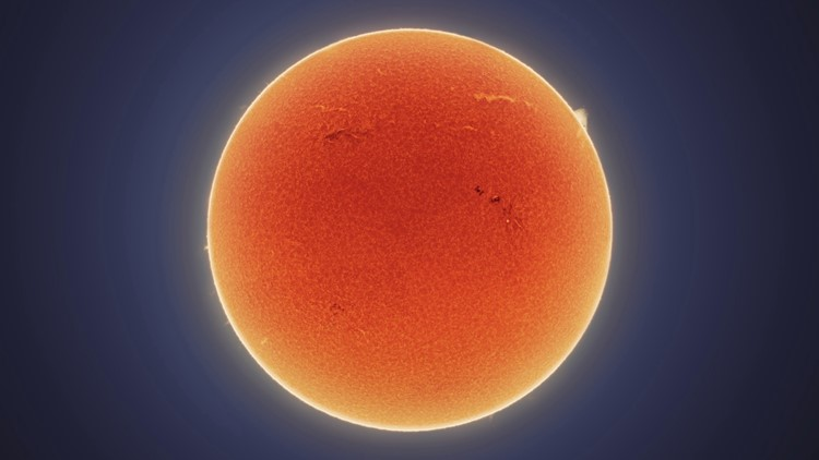 Incredible Photo Catches the Moment the ISS Passes In Front of the Sun