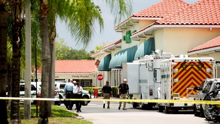 Man kills woman, child, himself inside Florida supermarket
