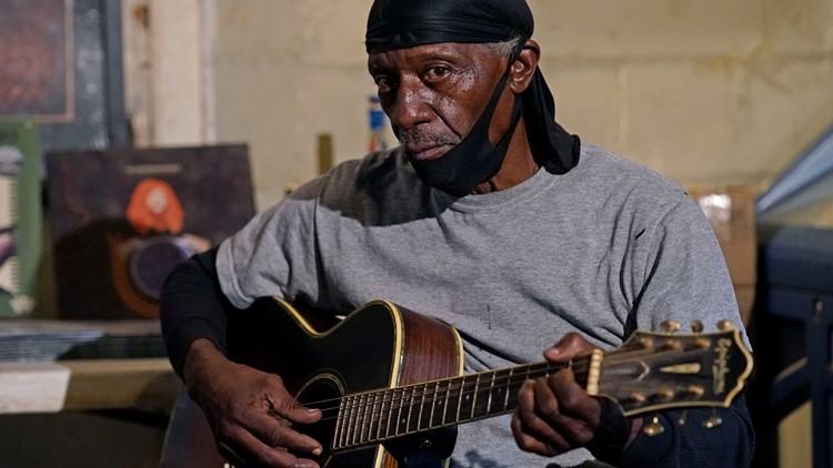 In Mississippi, small-town bluesman keeps aging music alive