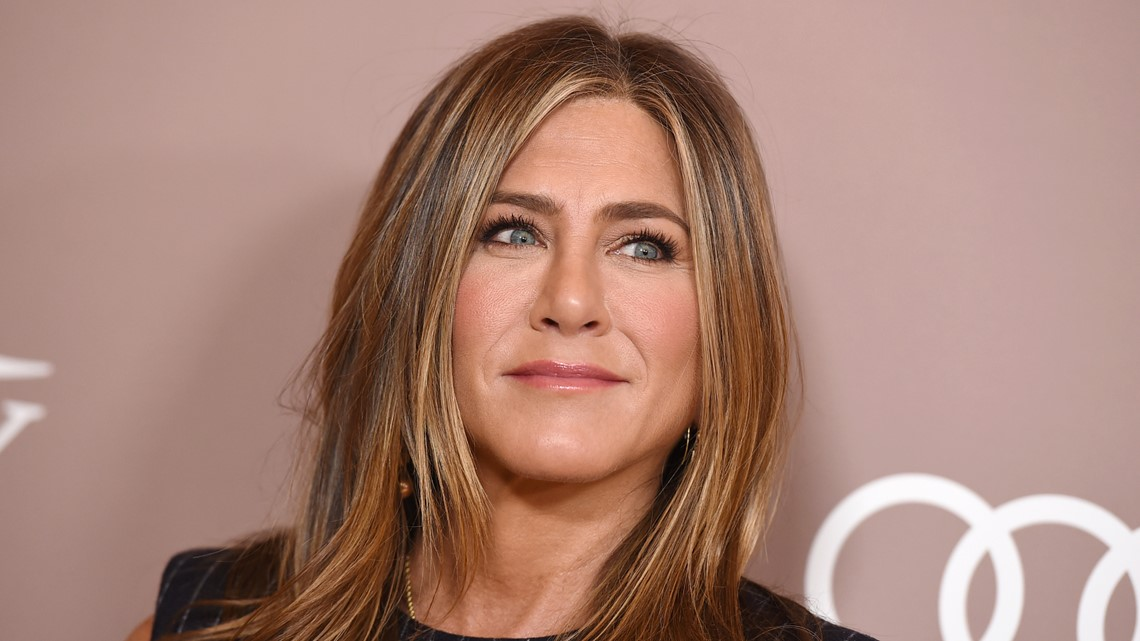 Jennifer Aniston joins Instagram, posts 'Friends' reunion selfie ...