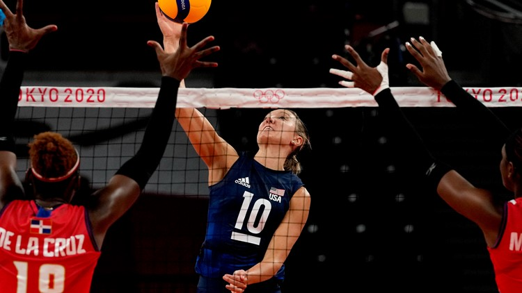 US women's volleyball team forms strong bond with '80 squad