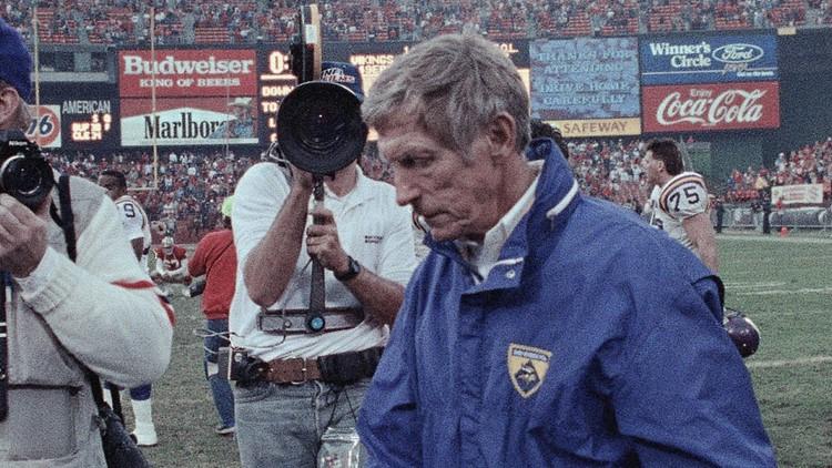 Jerry Burns, former Iowa Hawkeyes and Minnesota Vikings coach, dies at 94