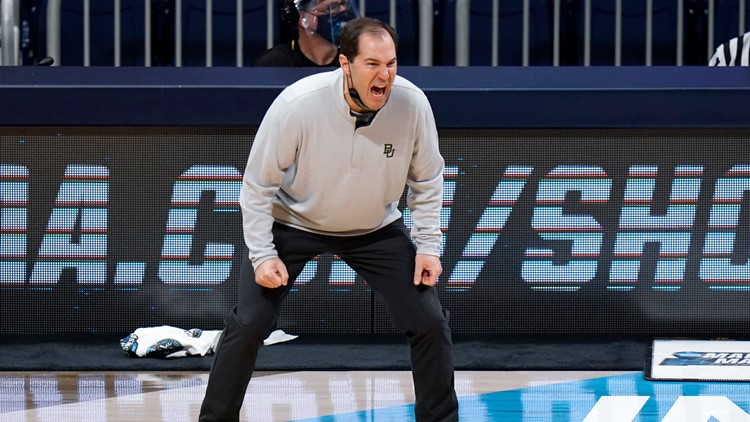 Elite 8 matchup pits coaches succeeding in family business