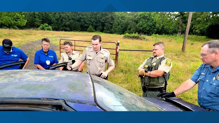 Crisis intervention training helps Johnson Co. deputies safely deescalate roadway struggle between parents & autistic adult son