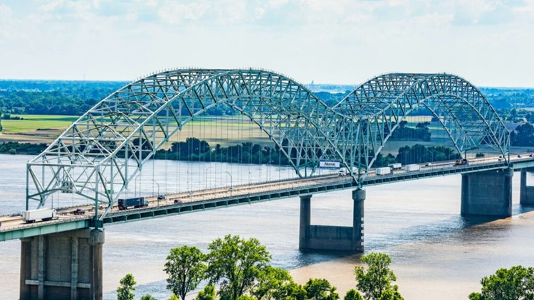 Gov. Hutchinson, Lee meet to discuss damaged I-40 bridge