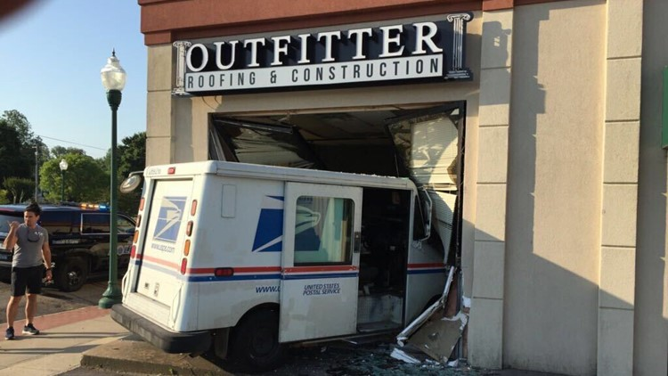 Mail Truck Crashes Into Fort Smith Business 5newsonline Com