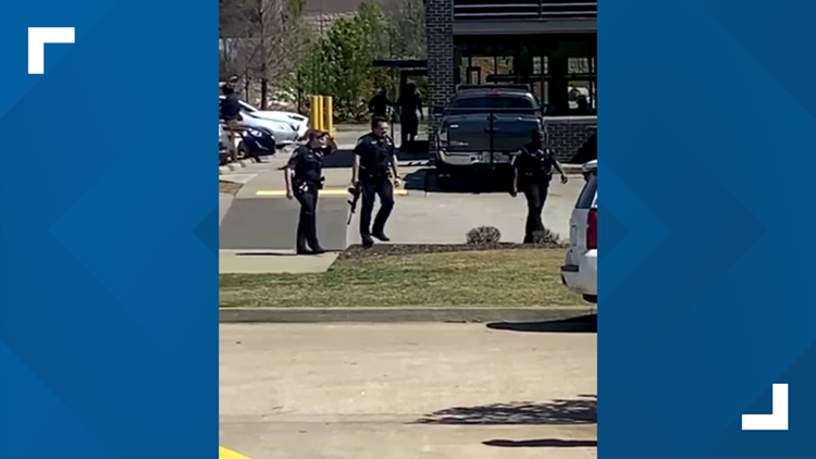 Man arrested after making threats outside Bentonville Waffle House