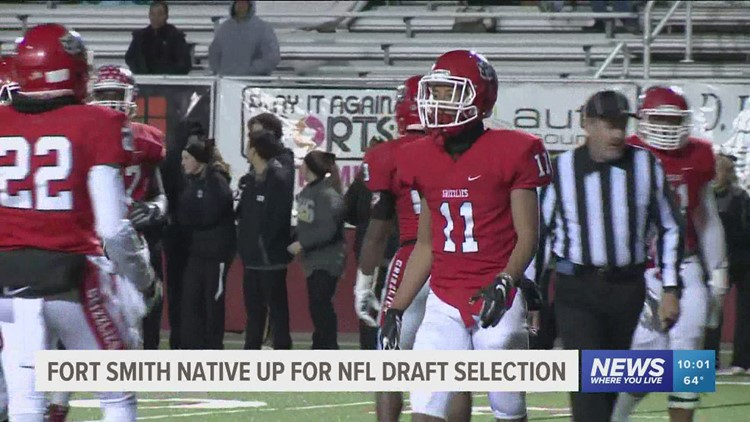 Fort Smith mayor recognizes local athletes signing with the NFL with 'Key to the City'