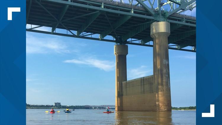 Kayaker's photos show crack in closed I-40 bridge in 2016