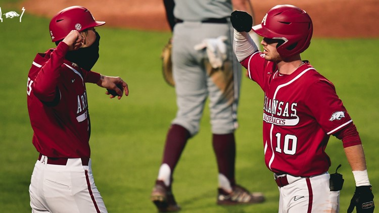 Razorbacks sweep double-header with Texas A&M