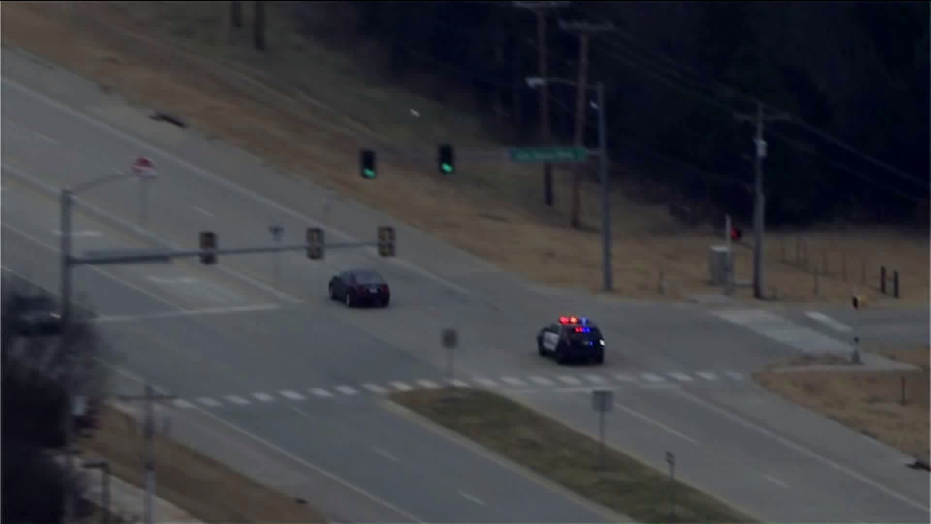 Video: Wild chase leads police officers through several