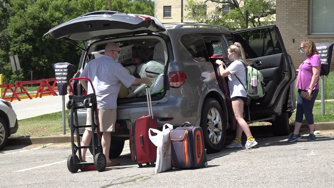 Students begin moving into UA housing, coronavirus precautions set