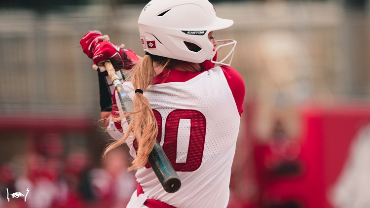 Arkansas softball sweeps doubleheader