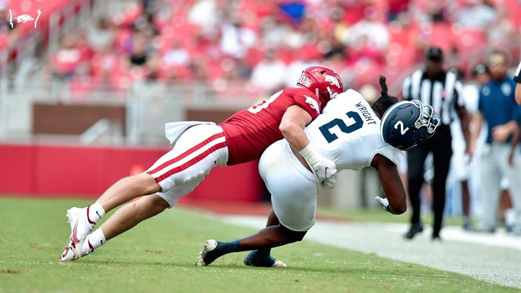 Hogs soar past the Eagles; improve to 3-0