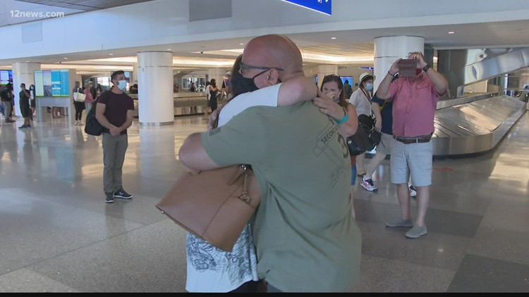 Arizona veteran meets the daughter from Arkansas he never knew existed