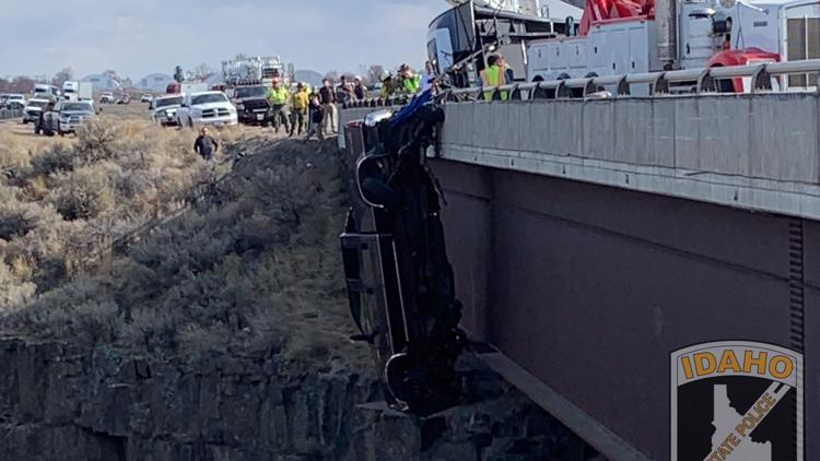 Camper chain kept pickup from falling into Malad Gorge, ISP says