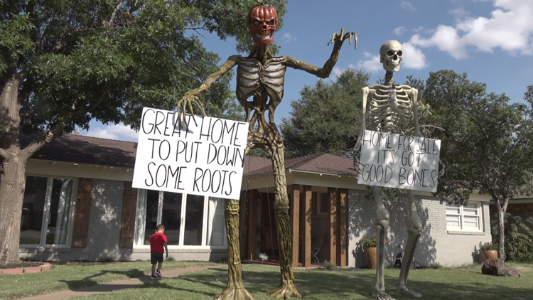 Texas family places giant skeletons on their lawn to help sell their home