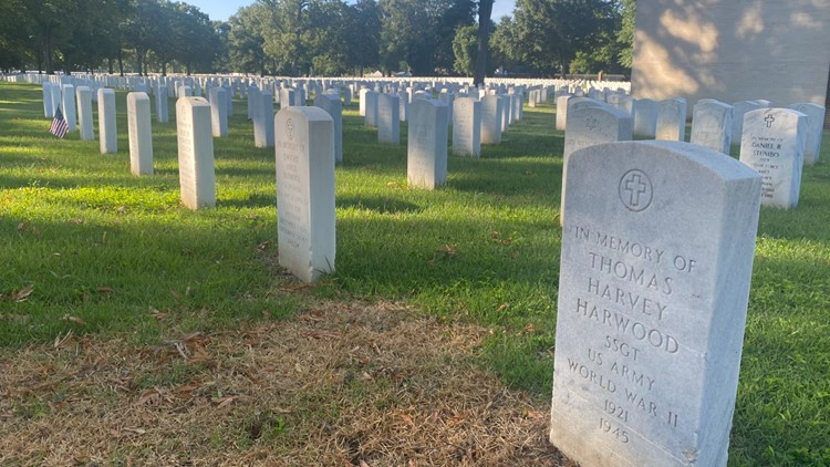 Memorial Day ceremony honors the fallen at Memphis National Cemetery