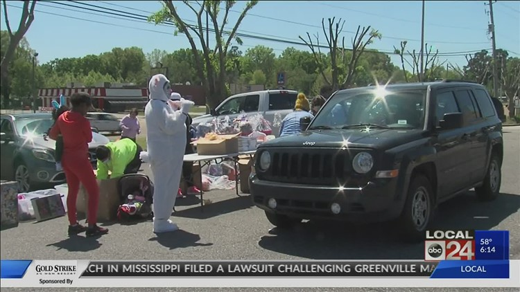 5-year-old boy gives away Easter baskets