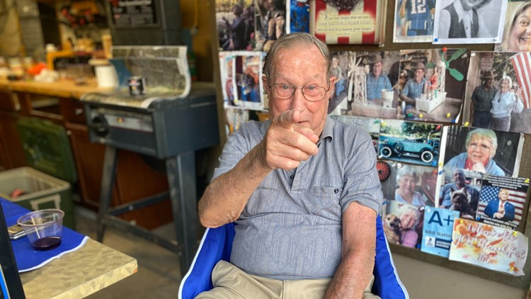 91-year-old veteran starts Fred's Bistro to spend time with his neighbors