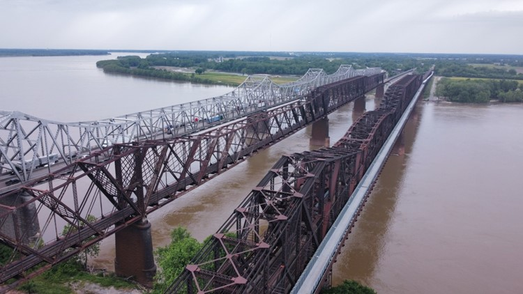 Shuttle service in the works to ease flow of traffic on I-55 bridge