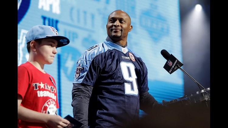 Eddie George wears No. 9 to remember McNair at NFL Draft