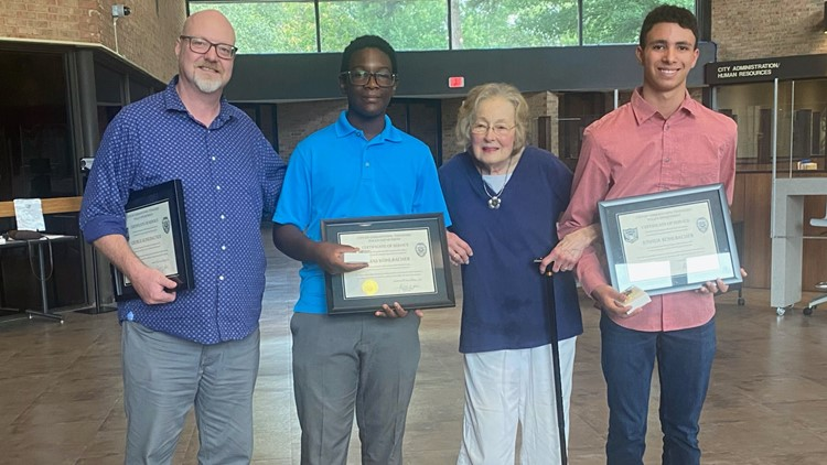 Mid-South father & sons honored for saving woman a moment before her car was hit by a train