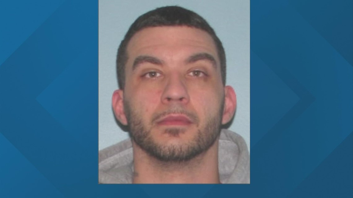 Ohio police sergeant injured in shooting while serving arrest warrant; suspect at large