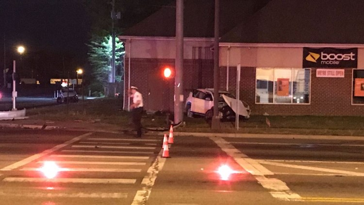 Police: 3 hurt in two-vehicle crash in east Columbus