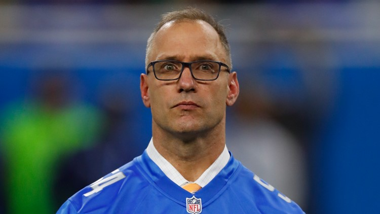 Watch the emotional moment Chris Spielman learns he'll be inducted to Lions' ring of honor