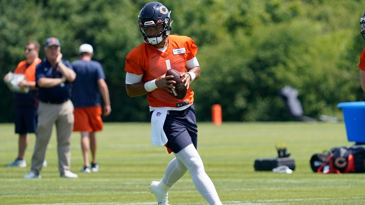 Bears sign Justin Fields to 4-year deal