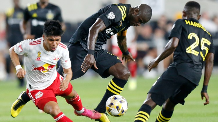 Berry scores in 88th minute, Crew beat Red Bulls 2-1