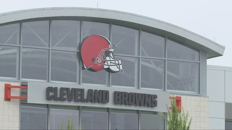 Browns down 2 more coaches for Steelers game, COVID issues