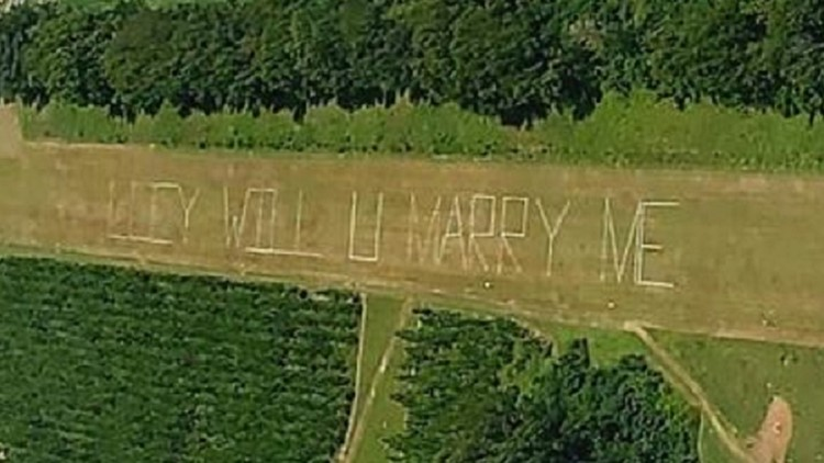 Sky high marriage proposal delights woman