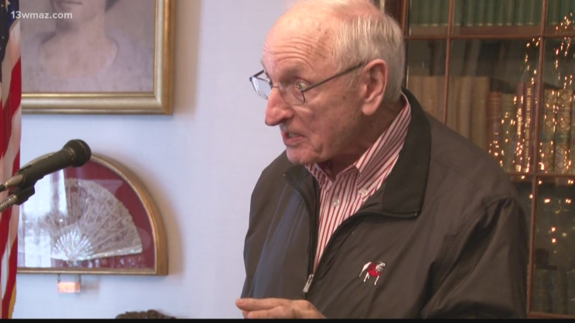 Former Uga Coach Vince Dooley Stops In Macon For Book Signing