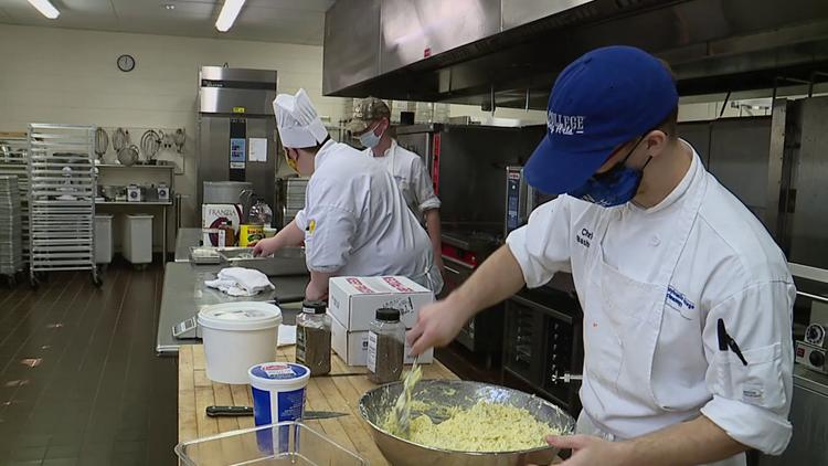 Student chefs serve up meals for Little Leaguers