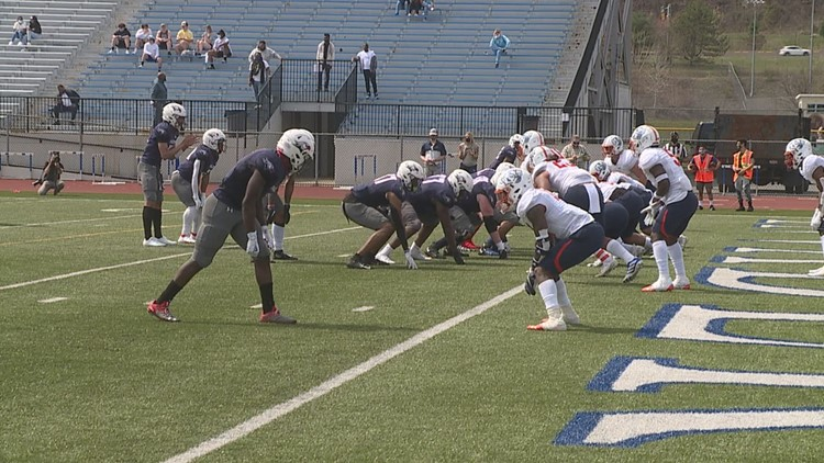 Lackawanna Falls to Snow 27-7 in Top-5 JUCO Football Battle