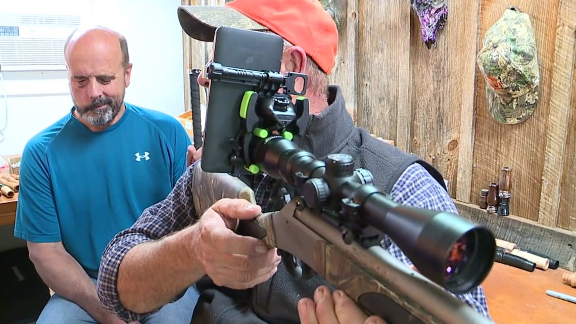 Technology helps blind man hunt again