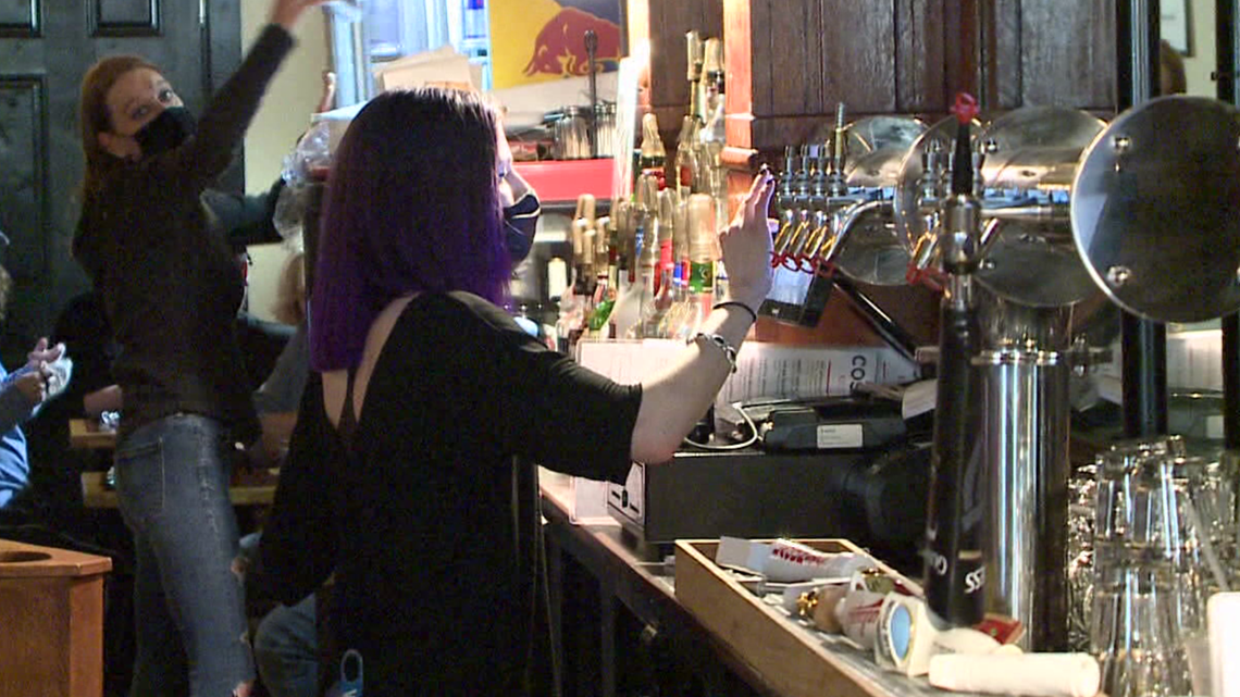 Federal unemployment benefits ended but are restaurants seeing more people looking for work?