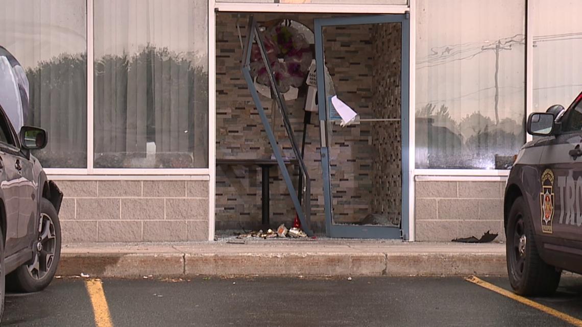 Car crashes into restaurant in Lackawanna County