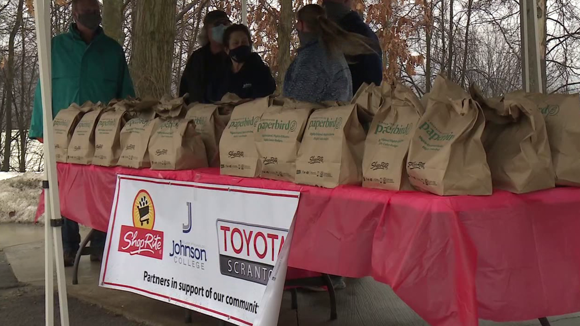 Free turkey dinners for families