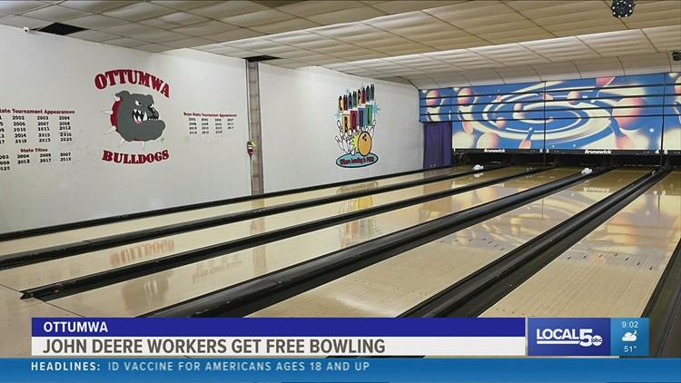 Ottumwa bowling alley offers free games for UAW members amidst John Deere strike