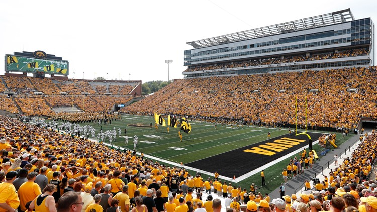 Booze is coming to Kinnick Stadium, Carver-Hawkeye Arena this fall