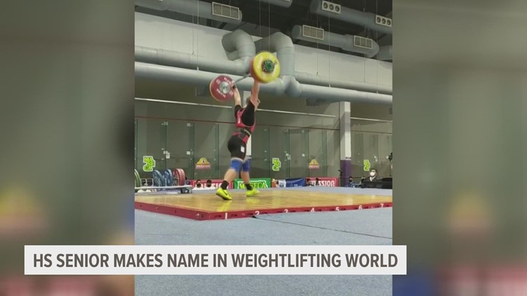 Iowa high school senior makes name in weightlifting world