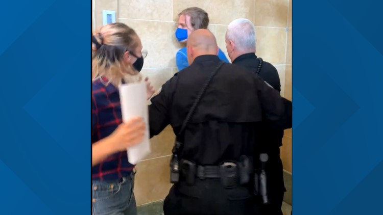 Protester arrested outside of Des Moines City Council meeting following demonstrations
