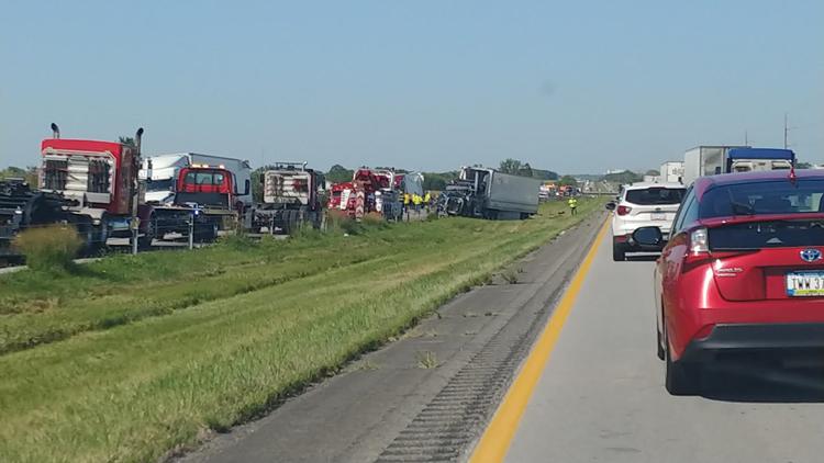 ISP identifies 2 killed in Interstate 35 multi-vehicle crash