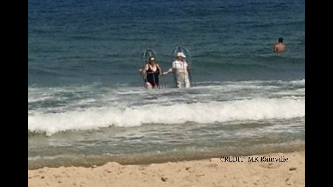 Man Woman Try To Test Shark Proof Cage At Outer Banks Beach Fox43 Com
