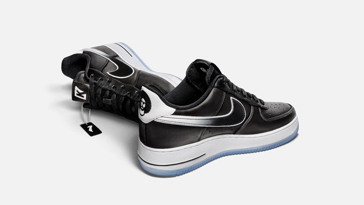 Otrohet obligation aciditet  Colin Kaepernick's Air Force 1 sneakers quickly sell out online ...